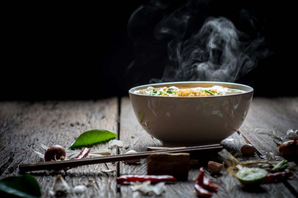 Un piatto fumante di buon cibo cinese