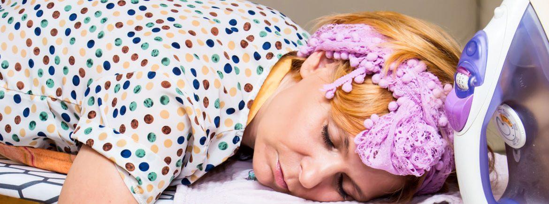 Una casalinga è svenuta sull'asse da stiro